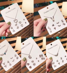 Perhiasan Set 1 Kalung dan 4 Pasang Anting