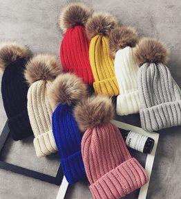 Topi Rajut Warna Polos Bola Bulu Di atas