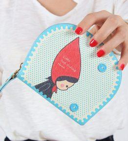 Dompet Biru Wanita Topi Merah
