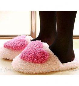 Sandal Hati Rumah Musim Dingin